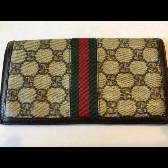 d7df9f18472b04 Gucci Handbags - Gucci Checkbook Cover/Wallet - vintage